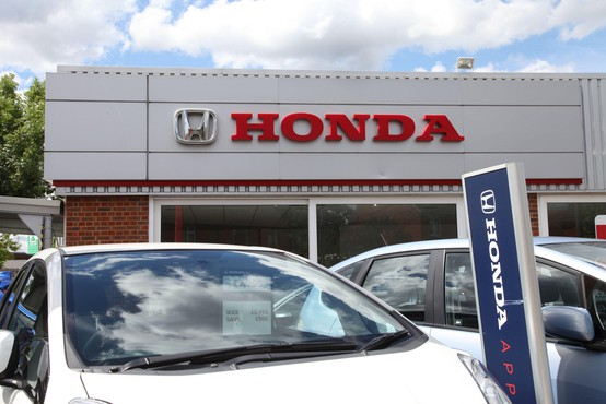 Honda z rastjo dobička, Nissan še z izgubo