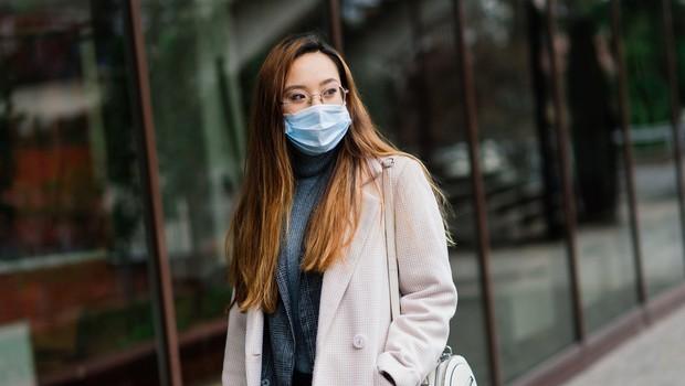 V ponedeljek potrdili 357 okužb, sedemdnevno povprečje padlo pod 1000 (foto: Profimedia)