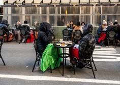 V ZDA 25-odstotni padec novih okužb, v New Yorku se odpirajo restavracije tudi v notranjih prostorih