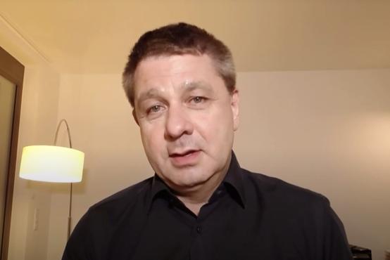Znani slovenski infektolog svari pred novo različico virusa: Politiki nam dajejo lažno upanje
