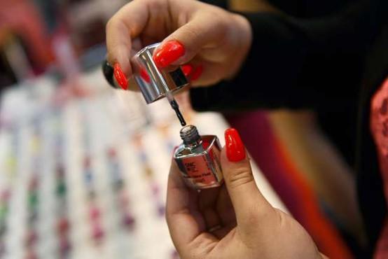 Večina kozmetičnih salonov zaradi obveznih testiranj ostaja zaprta