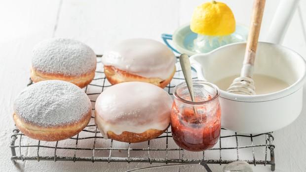 Gin tonik krofi: Recept za sladico, ki bo navdušila ljubitelje te kultne pijače (foto: Shutterstock)