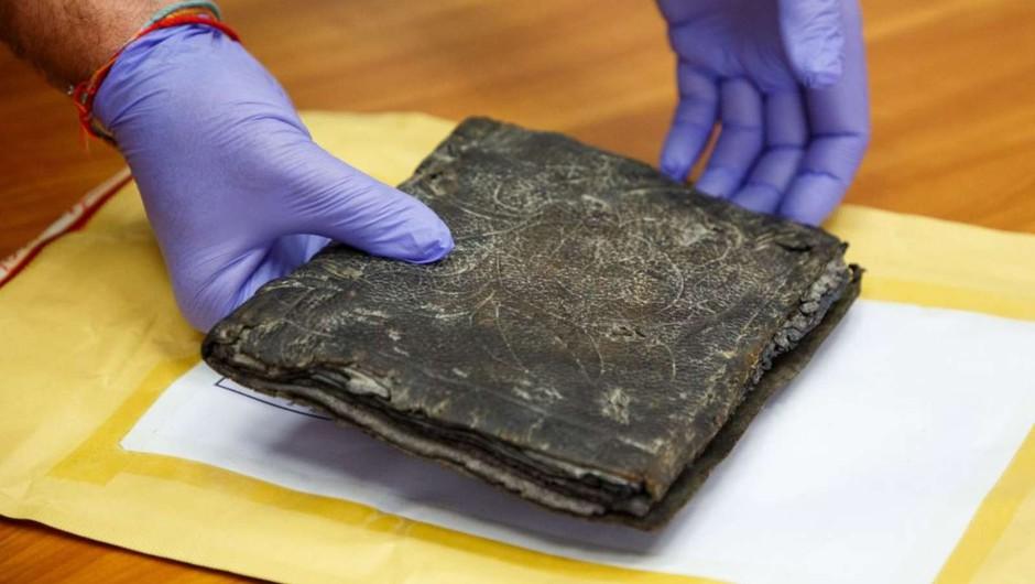S prodajo delno ponarejenih starodavnih knjig želeli zaslužiti milijone (foto: Policija)