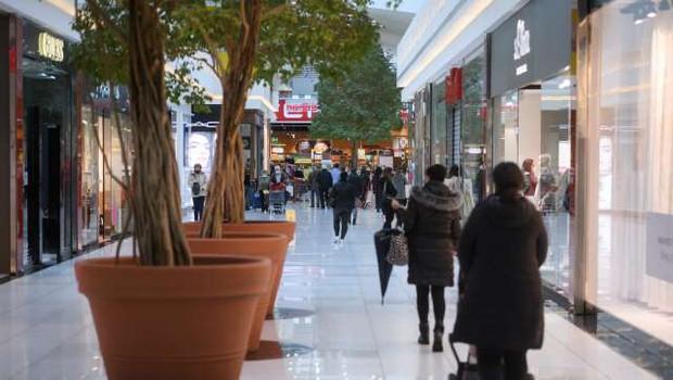 S ponedeljkom odpiranje vseh trgovin; nič več obveznih testiranj za potrošnike (foto: Nebojša Tejić/STA)