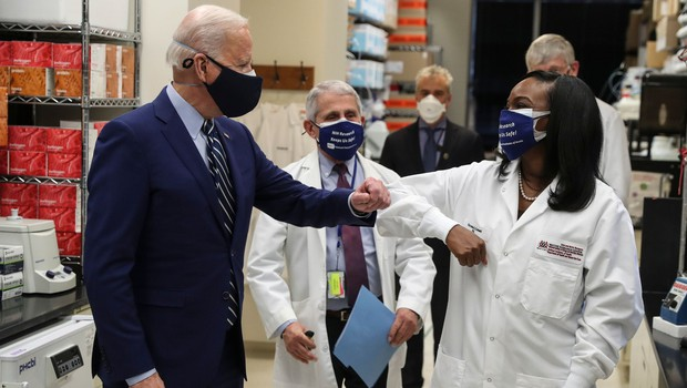 Biden napoveduje cepljenje 300 milijonov Američanov do konca poletja in takrat konec pandemije (foto: Profimedia)