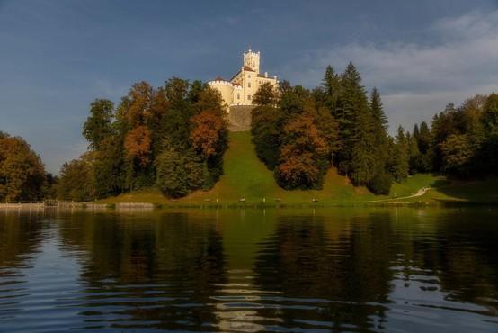 Grad Trakošćan bo zaradi čiščenja mulja začasno ob del jezera