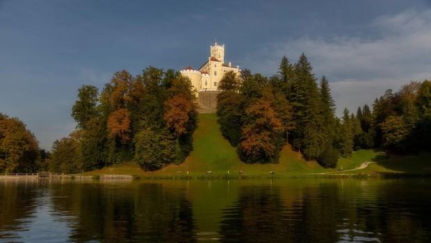 Grad Trakošćan bo zaradi čiščenja mulja začasno ob del jezera (foto: profimedia)