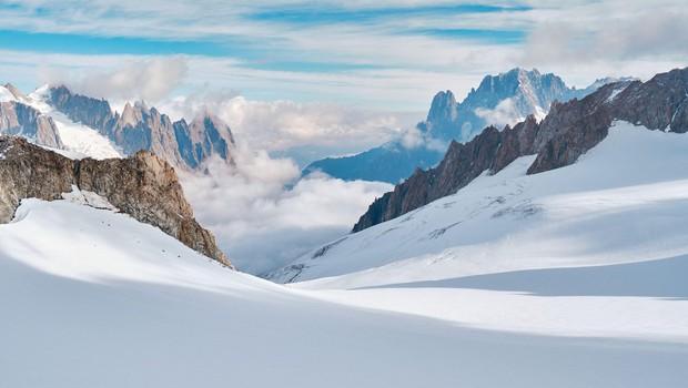 V visokogorju bodo razmere še nekaj časa nepredvidljive in nevarne (foto: profimedia)