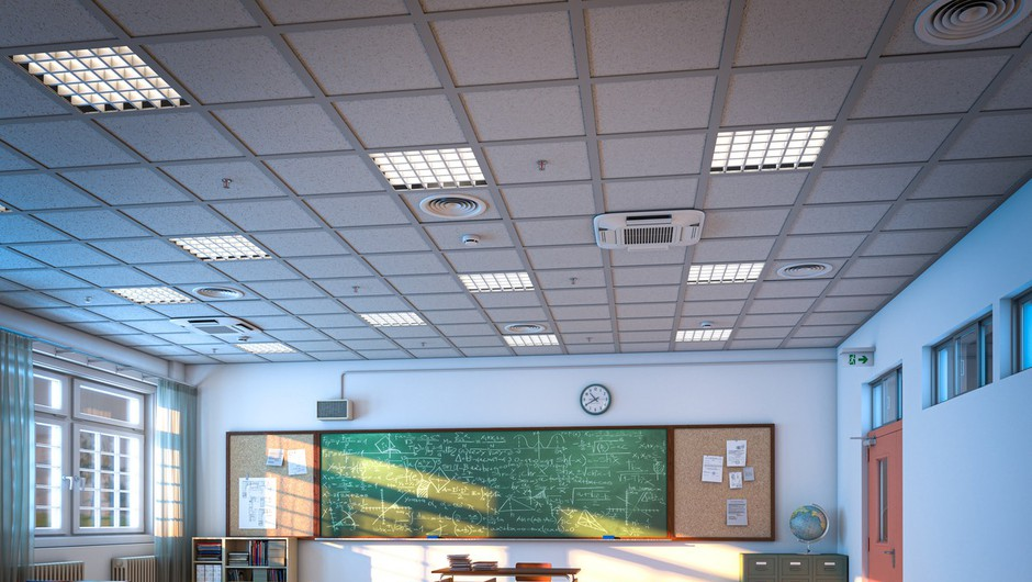 Šolski razredi se bodo v ponedeljek spet napolnili, na vzhodu države počitnice (foto: profimedia)