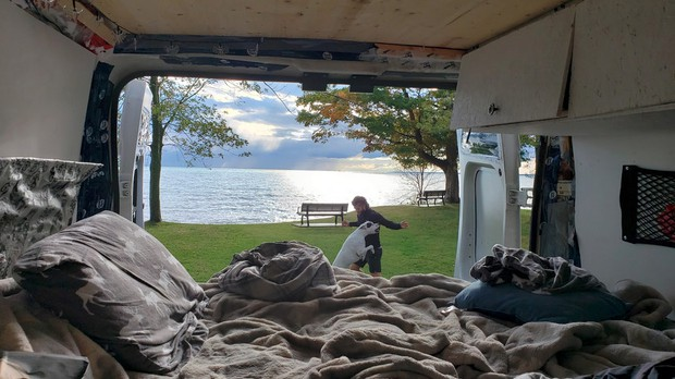 Razgled iz postelje na jezero, Peacock point park (foto: osebni arhiv / Beaver Vanpire)