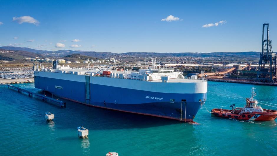 Grški ladjar svojo največjo ladjo poimenoval Neptune Koper (foto: Kristjan Stojaković)