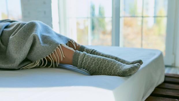 Spanje z nogavicami ali brez? Zdravnica razložila, kaj je pravilna odločitev (foto: Shutterstock)