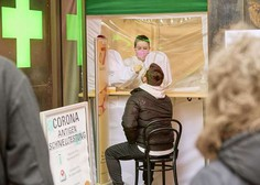 V Avstriji porast novih okužb, Avstralija odobrila uporabo cepiva AstraZenece