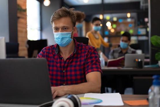Pritisk na bolnišnice še naprej popušča, v ponedeljek potrdili 740 okužb