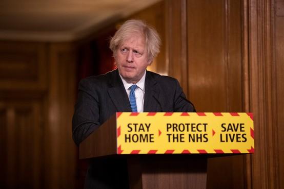 Borisu Johnsonu se je jezik zapletel kar 7-krat, ko je skušal izgovoriti ime novega zdravila za covid
