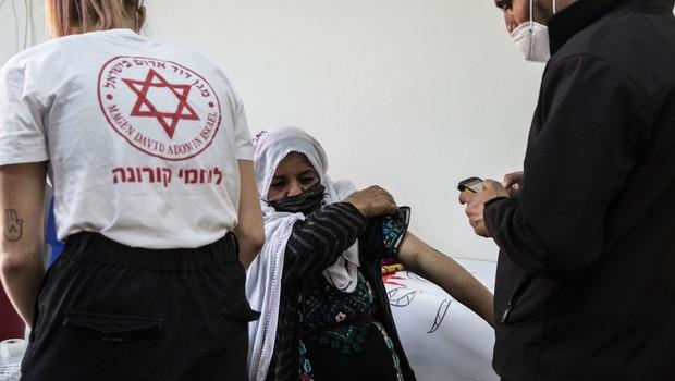 """""""Cepivo zares zaščiti pred boleznijo kar 94-odstotno,"""" sporočajo iz Izraela (foto: profimedia)"""