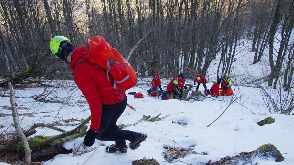 Na poledenelem pobočju Kolovrata zdrsnili planinki (foto: Miljko Lesjak, GRS Tolmin)