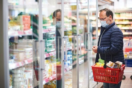 V drugem valu epidemije je bilo manj kopičenja hrane in manj razkuževanja embalaže