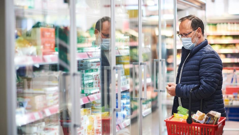V drugem valu epidemije je bilo manj kopičenja hrane in manj razkuževanja embalaže (foto: Shutterstock)