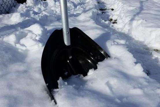 Ukrajinec lažno prijavil umor, da bi mu policija očistila sneg