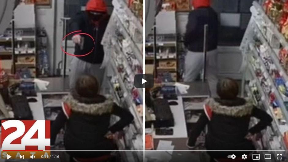 """VIDEO: Zamaskiran vstopil v trgovino, zahteval denar, prodajalka pa z roko v bok: """"Ne dam!"""" (foto: Youtube)"""
