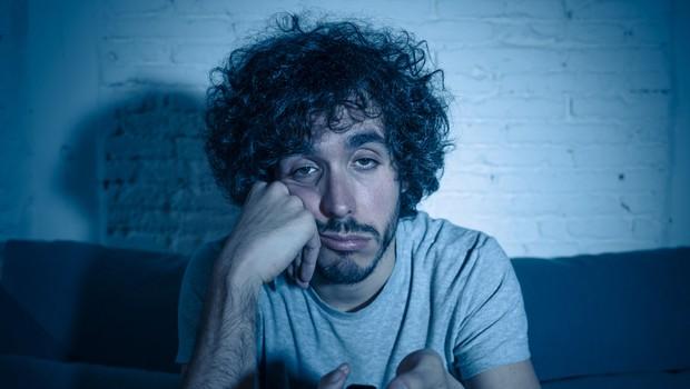 Ljudje, ki se pogosto dolgočasijo, so bolj nagnjeni k temu, da bodo kršili ukrepe (foto: Shutterstock)