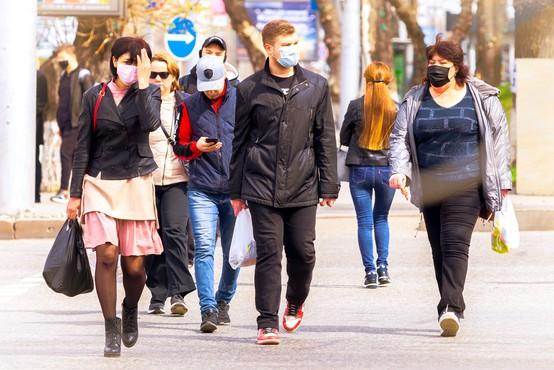 Optimizem narašča ob podatkih, da se že peti teden na svetovni ravni zmanjšuje število okužb