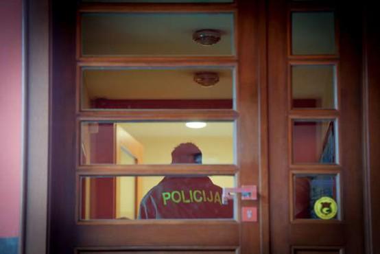 Preiskovalni urad nadaljujejo hišne preiskave v zvezi s projektom Sript