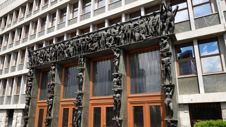 Na Trgu republike rekreacija namesto petkovega protesta (foto: profimedia)