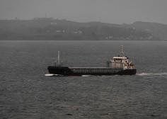 Po 16 urah v Južnem Pacifiku iz oceana rešili inženirja, ki je padel s palube