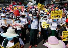 Mjanmarska policija nad protestnike s pravimi naboji, še dve žrtvi