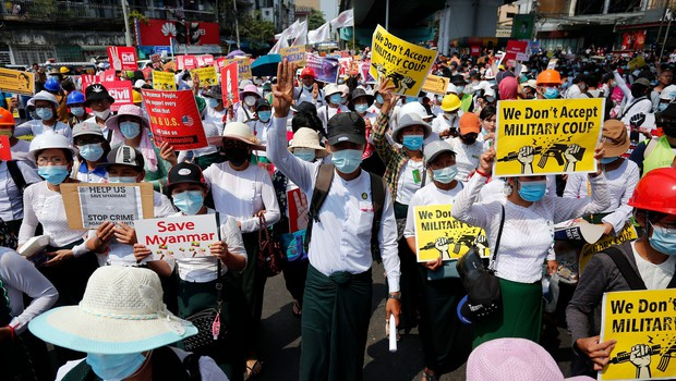 Mjanmarska policija nad protestnike s pravimi naboji, še dve žrtvi (foto: profimedia)