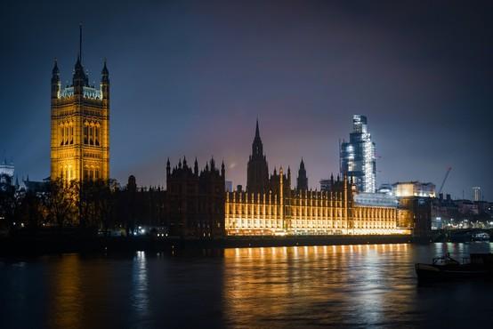 V Veliki Britaniji naj bi do konca julija vsem omogočili cepljenje najmanj enkrat
