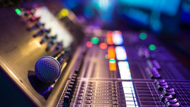 Radio Slovenija spreminja informativne oddaje, Radijski dnevnik po novem na sporedu ob 18.30 (foto: Shutterstock)