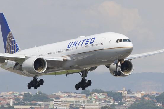 Nov udarec za Boeing, po odpovedi motorja številna letala modela 777 ostajajo prizemljena