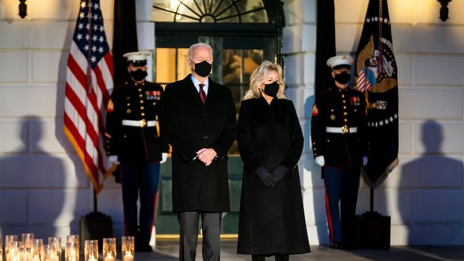V ZDA pol milijona žrtev covida; Biden: Ta država se bo spet smejala (foto: Profimedia)