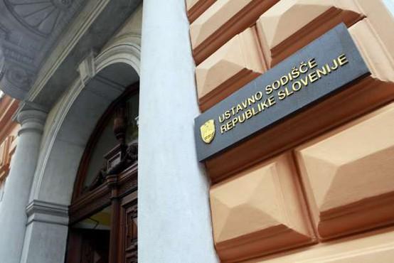 Ustavno sodišče zadržalo izvajanje nove ureditve upokojevanja starejših delavcev