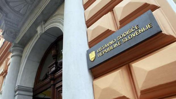 Ustavno sodišče zadržalo izvajanje nove ureditve upokojevanja starejših delavcev (foto: Tina Kosec/STA)
