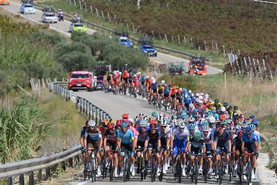 Petnajsta etapa 104. kolesarske dirke po Italiji tudi v Sloveniji
