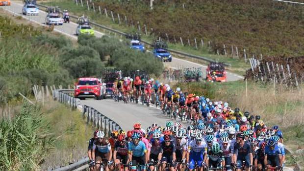 Petnajsta etapa 104. kolesarske dirke po Italiji tudi v Sloveniji (foto: dpa/STA)