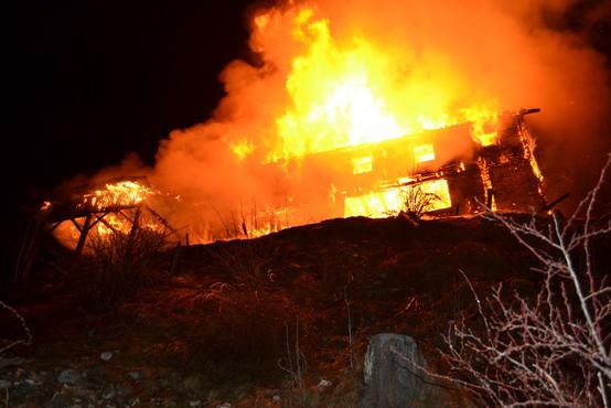 Požar popolnoma uničil Mozirsko kočo na Golteh