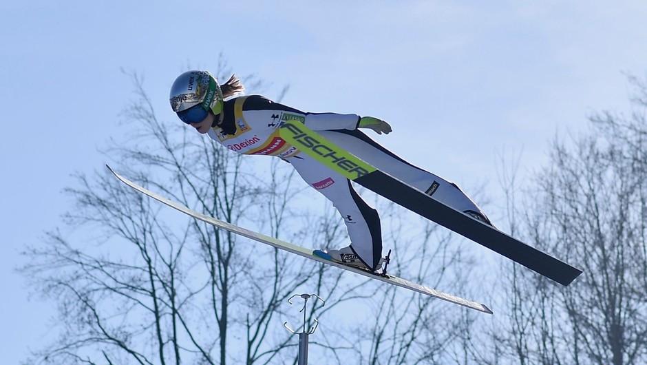 Po zlati Emi Klinec slovenske skakalke srebrne na ekipni tekmi (foto: profimedia)