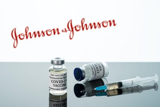 Ameriški svetovalni odbor priporočil izredno uporabo cepiva podjetja Johnson & Johnson