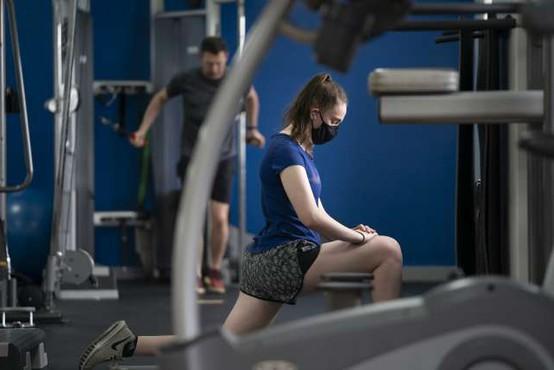 V fitnesih opozarjajo na upad gibalnih sposobnosti pri odraslih