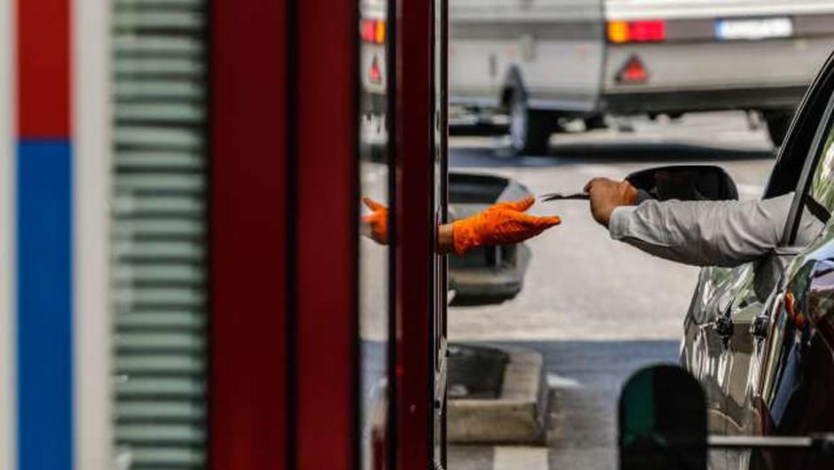 Policisti dnevno obravnavajo več primerov ponarejenih testov na koronavirus (foto: Stanko Gruden/STA)