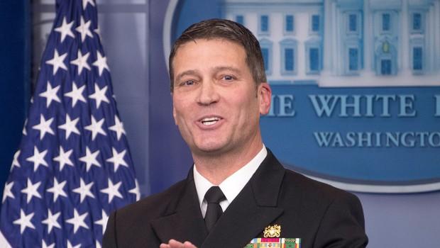 Nekdanji zdravnik ameriškega predsednika poživila in pomirjevala predpisoval kot bonbone (foto: Profimedia)