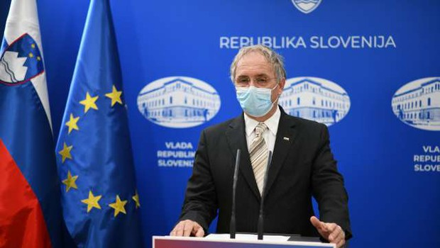 Vlada s ponedeljkom zaostruje pogoje pri prehajanju meja (foto: Tamino Petelinšek/STA)