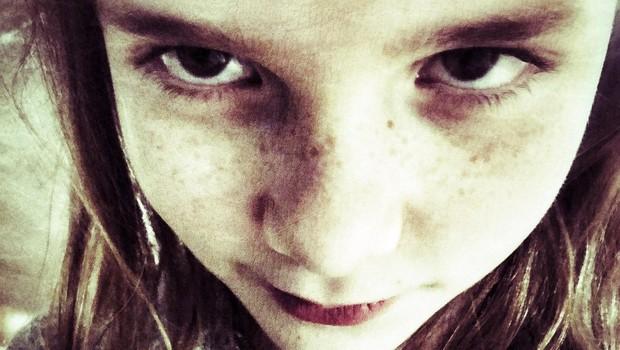Mama šokirala s priznanjem: »Ne morem več trpeti moje 9-letne hčerke – izogibam se je, kolikor le lahko.« (foto: profimedia)