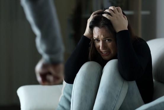 SOS telefon za žrtve nasilja opozarja, da je epidemija poglobila znane stiske in ustvarila nove