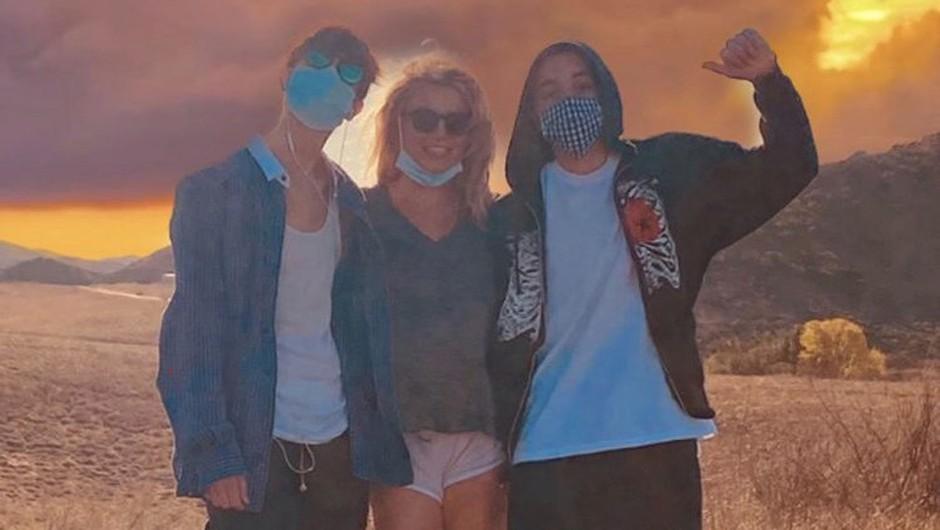 3. marec 2021: Britney Spears s svojima odraslima sinovoma (foto: profimedia)